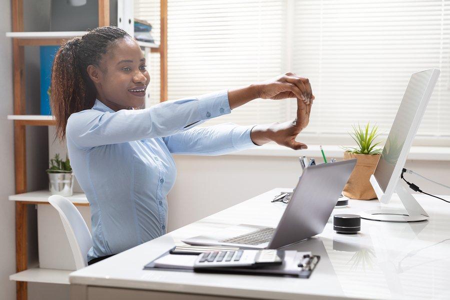 Stretch to alleviate carpal tunnel symptoms